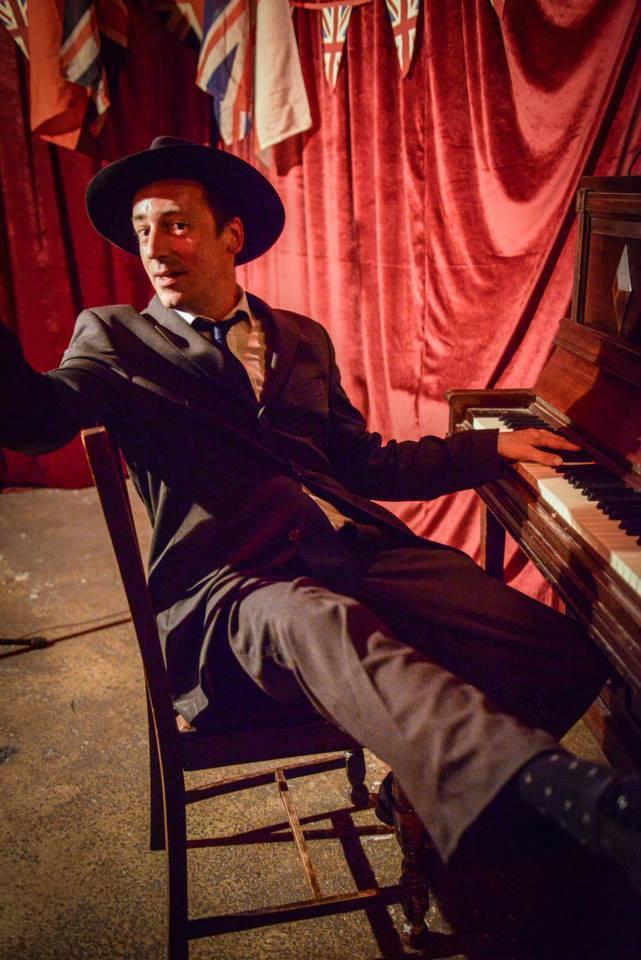 Stuart Macbeth piano (c) Ian Jackson Bethnal Green